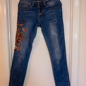 CUTE flower embroidery design boutique jeans